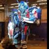 Bordalo II constrói Optimus Prime no Cais do Sodré