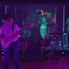 Banda usa latência do Facebook Live para criar atuação impressionante