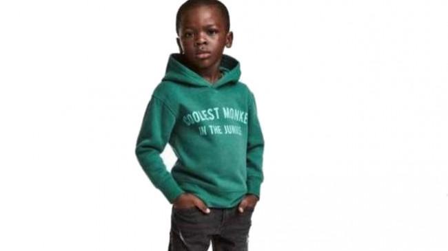 H&M acusada de racismo com imagem de sweatshirt