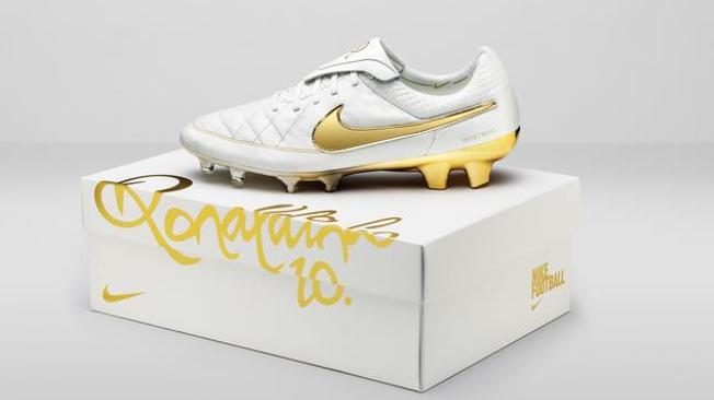 Nike lança edição limitada das botas de Ronaldinho   Imagens